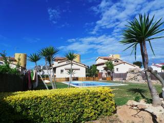 Neus Bara I, wifi, jadín y piscina privada., Roda de Barà