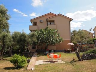 Apartment with great view & olive tree garden 2/2, Klimno