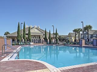 Alluring 4BR Kissimmee Townhome w/Wifi, Outstanding Amenities & Close Proximity