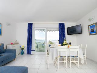 Beach Apartment Tina 1, Rogoznica