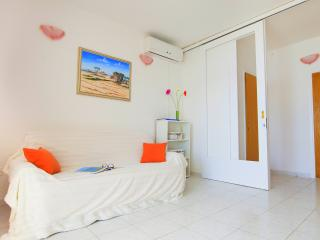 Beach Apartment Tina 2, Rogoznica
