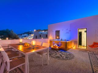 Lindos Diamond Villa with outdoor Jacuzzi