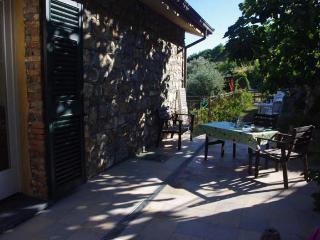 Appartamento in villa negli ulivi a 3 km dal mare