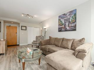 Modern Coal Harbour Apt: 2 Beds + 1 Bath w/ AC