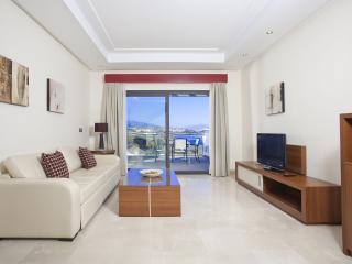 Two-bedrooms apartment in a prestigious resort, Estepona