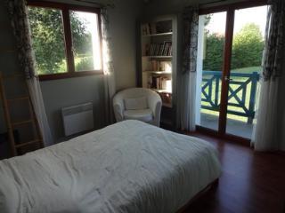 Maison à environ 20km de Biarritz pr 8-9 personnes, Urcuit
