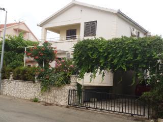 Miss Apartments, Okrug Gornji