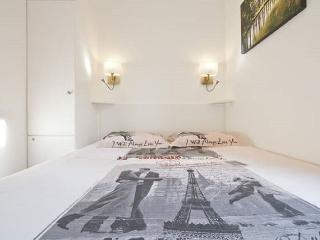 Modern 1BR between the LOUVRE and NOTRE DAME, Parigi