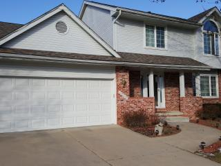 Beautiful comfy five bedroom home sleeps 10+, Des Moines
