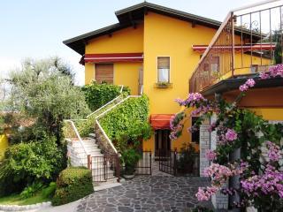 Appartamento in casa bifamiliare, Castelletto