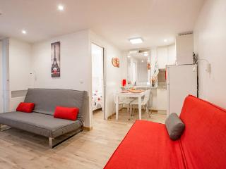 CHIC AREA of LATIN QUARTER (sleeps up to 6 people)