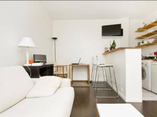 Flat in Abbesses - heart of Montmartre