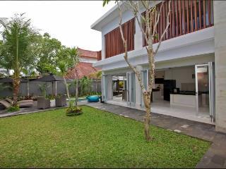 4 Bedrooms Villa in Seminyak