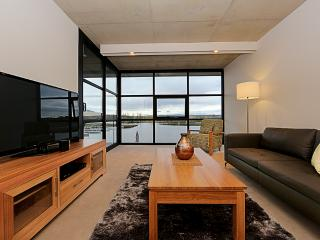 Accommodate Canberra - Dockside 8