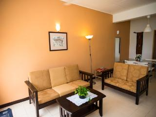 Clean & Cozy 3 BR  Apt  Near beach Batu Ferringhi, George Town