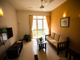 Clean & Cozy 3BR Apt Near beach Batu Feringghi, Batu Ferringhi
