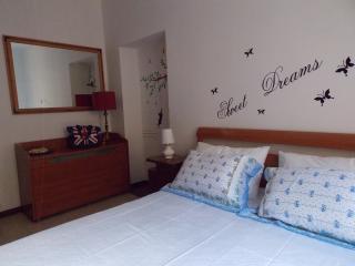 Honest Apartment, Roma