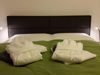 Towels and bedlinen incl.