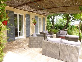 Charmante villa avec piscine et jacuzzi, Caumont-sur-Durance