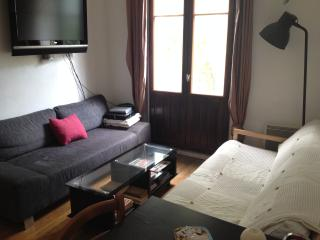 Bright, quiet, easy to access cosy appt w/ balcon
