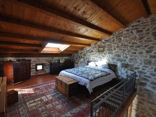 Lovely Istrian Farmhouse, sleeps 8 to 14 with pool