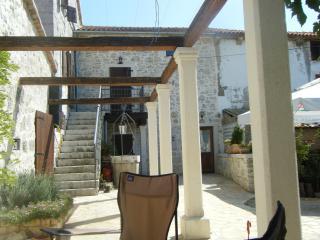 Lovely Istrian Farmhouse, sleeps 8 to 14 with pool