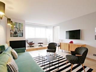 Luxurious two bedroom apartment Paris 14th P1403