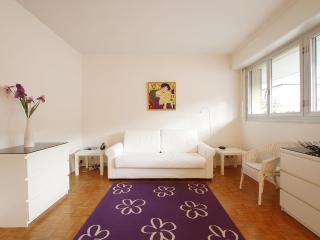 Pretty studio near Invalides G0707, Parigi