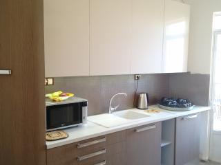 Studio flat very close to ferry and city center, Patras