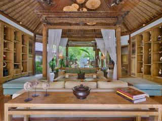 Villa Vanna Sedi Lounge featuring antique 'Joglo' and overlooking the Gardens