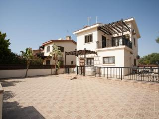 George Villa (Free wifi, private pool, 30 meters from beach), Ayia Napa