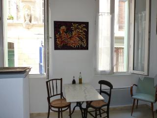 Centre historique 35 m² avec cour, Avignone