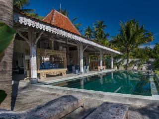 Joglo House Lombok, beachfront 3 bedroom villa