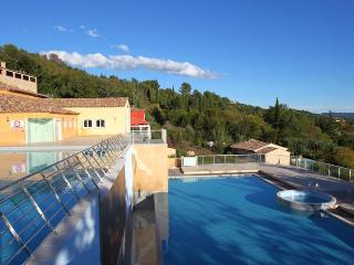 Two bed ground floor flat at Chateau de Camiole