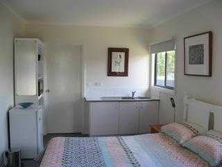 Ballan Horse & Goat Self Contained Unit