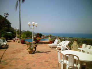 Villa con ampi spazi esterni e piscina, Messina