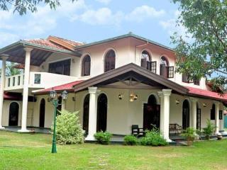 2 Bedroomed Apartment sleeps 4 Villa Eco Green AC, Negombo