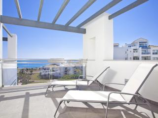 Duplex with a terrace by the sea, Estepona