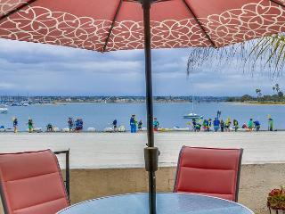 Adorable bayfront condo! Private patio with peaceful views., San Diego