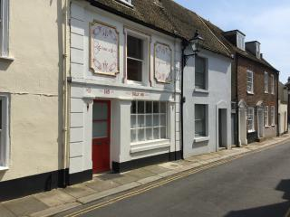 Grade II listed seaside holiday cottage Deal