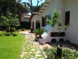 magnifica villa in residence con spiaggia privata