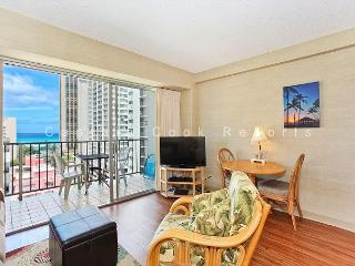 Ocean View plus central A/C, 5 minute walk to beach! Sleeps 4., Honolulu