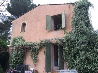 2-storey mas provencal with private garden