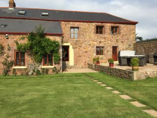 Country Retreat with 3 Ensuite Double Bedrooms, Trinity