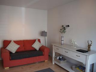 The Holyrood Snug near Royal Mile sleeps 5, Edimburgo