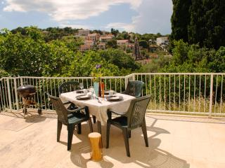 Wonderful 2 bed apartment with spacious terrace, Splitska