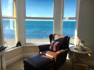 The View! On The Beach! Seaviews! Village Located, Criccieth