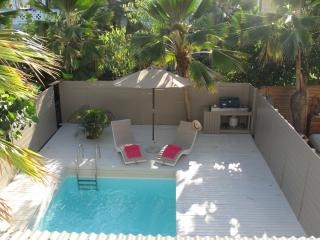 C'EST FOU... 3BR with private pool, 4 min walk to Orient Beach!, Orient Bay