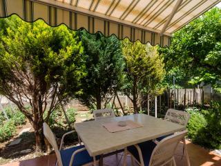 Olga's apartment with garden terrace & BBQ, Dubrovnik