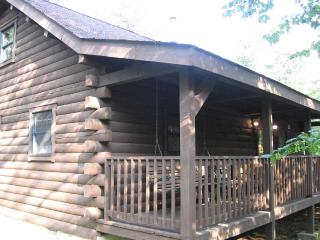 Cozy Log Cabin June Special! Family & Pet Friendly, Gouldsboro